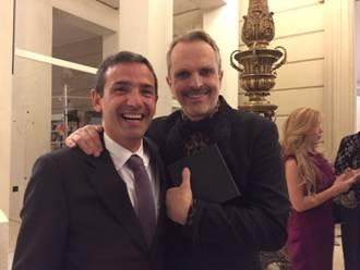 Javier Fernández Candela, Director General de COPADE, junto a Miguel Bosé.